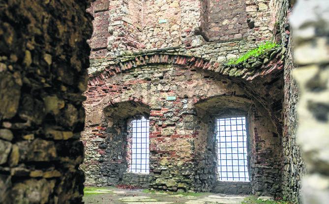 Średniowieczne mury przetrwały wojny, najazdy i pożary. Każdego roku przybywają tutaj na swój zlot wiedźmy i czarownice