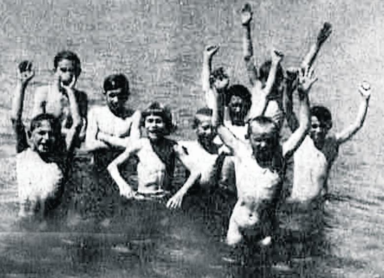 Na przełomie wieku można było popływać łódką po parku w Helenowie