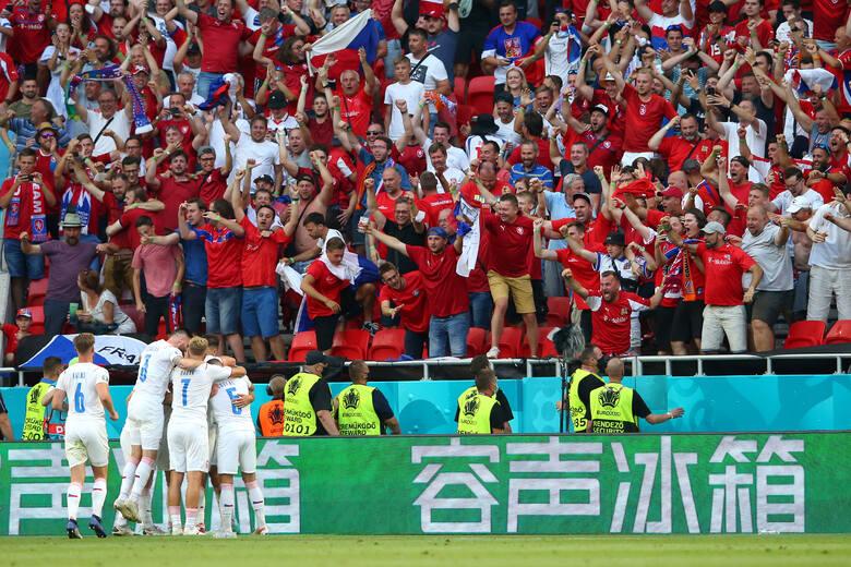 Czescy fani cieszący się po wygranej 2:0 z Holendrami