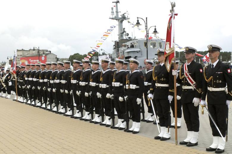 Uroczystości rozpoczęły się o godz. 11 apelem zwieńczonym wojskową defiladą przed Kapitanatem Portu Ustka. Zaraz po nim, o godz. 12.30 na estradzie na