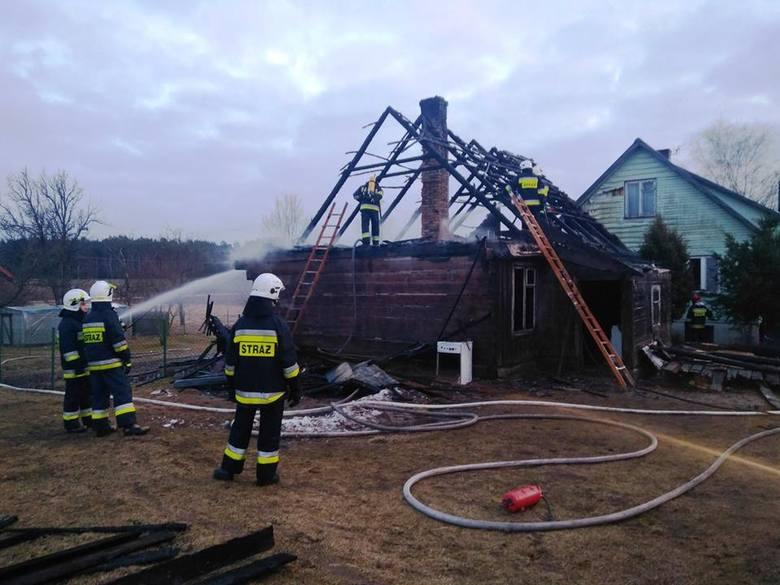 W miejscowości Szyndziel w gminie Sokółka doszło do pożaru budynku mieszkalnego. Straż pożarną poinformowała jedna z sąsiadek.Zdjęcia dzięki uprzejmości:OSP