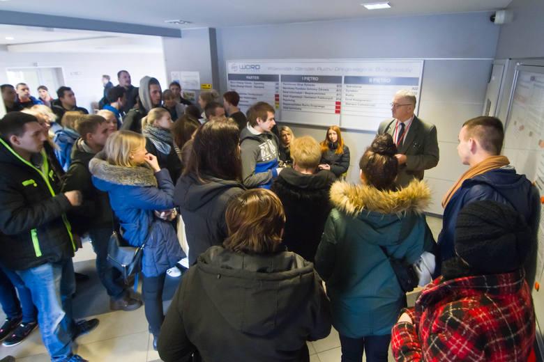 Tłumy kursantów czekały na egzaminy na prawo jazdy w niemal wszystkich WORD-ach w Polsce, w tym między innymi w Bydgoszczy, Toruniu i Włocławku.Szczegóły: