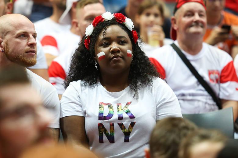 Podczas meczu Polska - Holandia w mistrzostwach Europy kibice na trybunach mieli być dodatkowym atutem gospodarzy turnieju. Stało się inaczej, bo naszych
