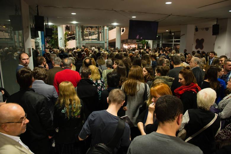 Toruńskie CSW w dniu otwarcia wystawy było wypełnione po brzegi.