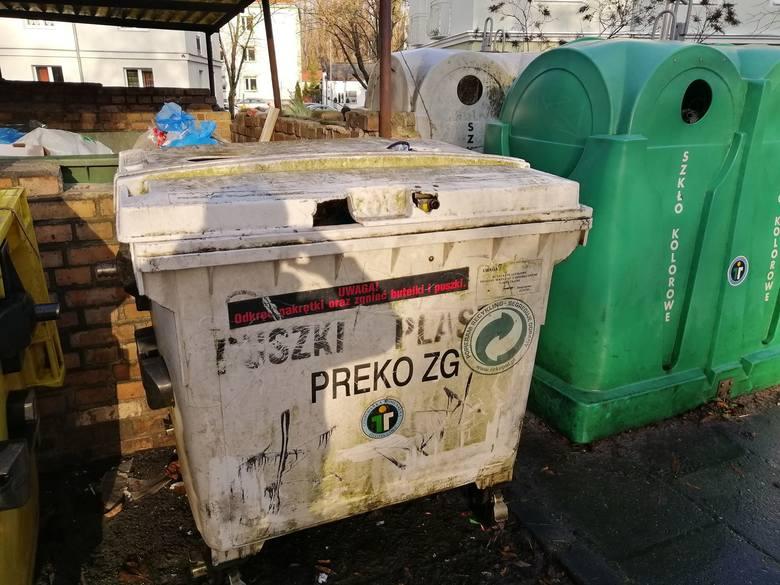 Tak wyglądają pojemniki na śmieci na jednym z zielonogórskich osiedli.