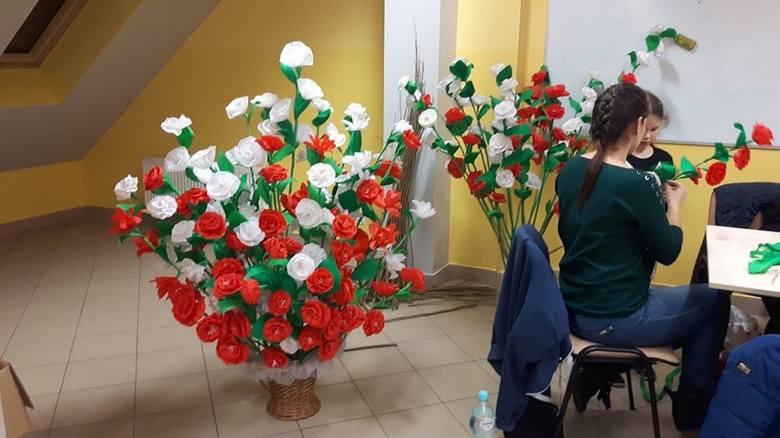 Sto kwiatów na stulecie Niepodległości w gminie Mirzec