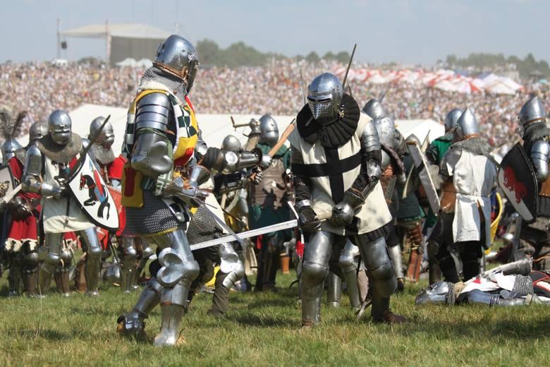 Co roku, w rocznicę największej bitwy średniowiecznej Europy, na polach Grunwaldu znów słychać brzęk mieczy, chrzęst zbroi i tętent kopyt. Kilka tygodni po uroczystościach w pole wychodzą natomiast badacze szukający śladów bitwy z 1410 roku.