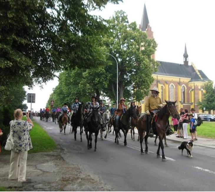 Dyliżansem przez Lutowiska. A za nim kowboje