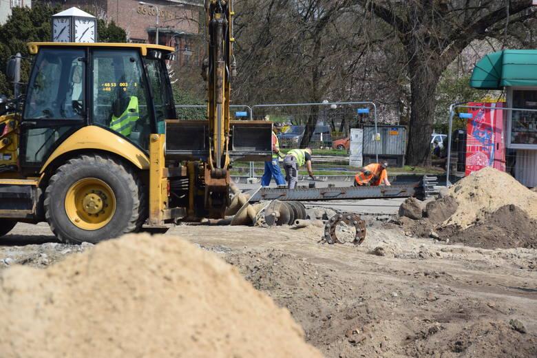 Przebudowa ul. Chrobrego ma potrwać do końca roku.