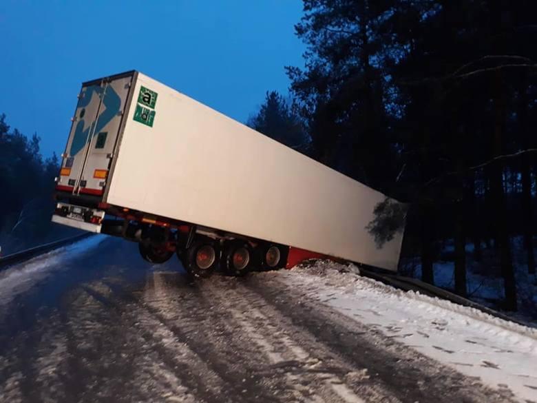 Do wypadku na drodze krajowej numer 65 na odcinku Bogusze - Grajewo doszło w sobotę o 6 rano.