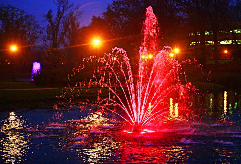 1 maja wytryśnie woda z łódzkich fontann. Do dobra wiadomość dla tych, którzy długi weekend spędzą w mieście.czytaj dalej na następnym slajdzie