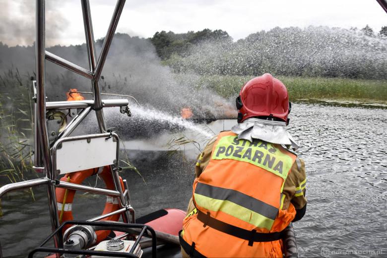 Pożar jachtu na jeziorze Mamry. Jednostka poszła na dno (zdjęcia)