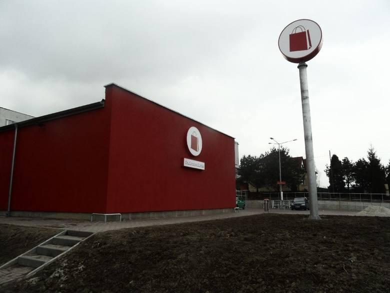 """Biznesmen Mariusz Świtalski kontrolował """"Czerwoną Torebkę"""", która w 2015 roku sprzedała sieć sklepów Małpka. Teraz nowy właściciel Małpki, spółka Forteam, ma roszczenia opiewające na 80,3 mln euro. Czyli domaga się od Świtalskiego i jego spółek zależnych kwoty, za jaką wcześniej nabyła sieć..."""