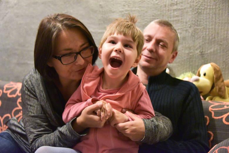 Milenka dzięki zakrętkom mogła m.in. pojechać na delfinoterapię
