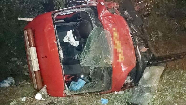 Do wypadku doszło w nocy z niedzieli na poniedziałek, 23 września, na S3 pod Zieloną Górą. Bus wypadł z drogi, przeleciał w powietrzu 20 metrów i rozbił