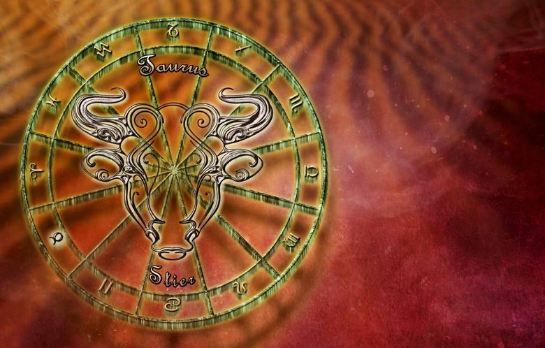 BYK - RUNA TIWAZRuna Tiwaz ma kształt strzały i symbolizuje męską siłę, zarówno w sferze zawodowej jak i w alkowie. Przynosi Bykom odwagę, przekonanie
