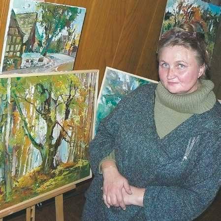 Alla Trofimenkowa-Herrmann ma 49 lat. Uprawia malarstwo sztalugowe, od 10 lat mieszka w Łagowie, gdzie organizuje plenery plastyczne Niebo w zieleni