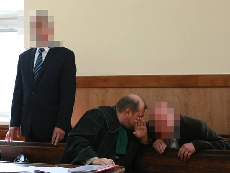 Na ławie oskarżonych zasiedli w środę były wójt gminy Słupsk i komendant tutejszej straży gminnej. Sąd pozwolił robić zdjęcia na rozprawie, ale oni nie