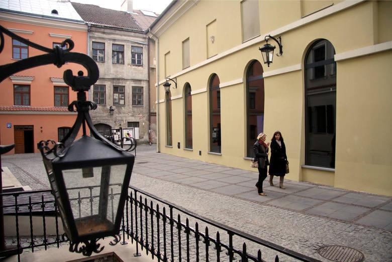 """Pierwsze kino w Lublinie powstało w 1907 r. Nosiło nazwę """"Theatre Optique Parisien"""" i mieściło się w gmachu obecnego Teatru Starego, przy ul. Jezuickiej"""
