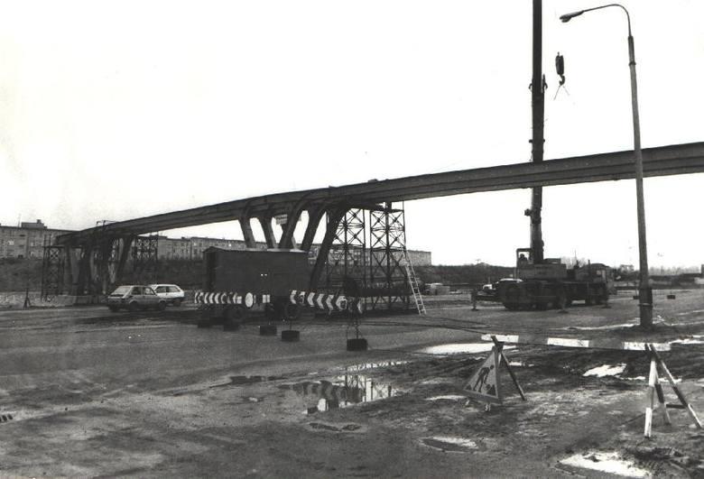 Rozbudowa ul. Księcia Mieszka I (stała się dwupasmowa) toczyła się równolegle z budową trasy Poznańskiego Szybkiego Tramwaju