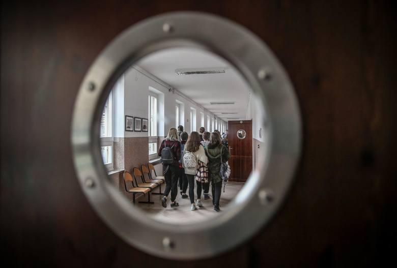 W Łodzi jest już 15 przypadków zdiagnozowanego koronawirusa. Wszyscy pacjenci są w szpitalu. W sobotę 14 marca okazało się, że choruje jeden z uczniów