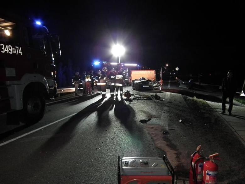 Wybierali się w Bieszczady. Ich auto staranował mercedes sprinter. Prokuratura w Krośnie prowadzi śledztwo w sprawie wypadku w Rogach