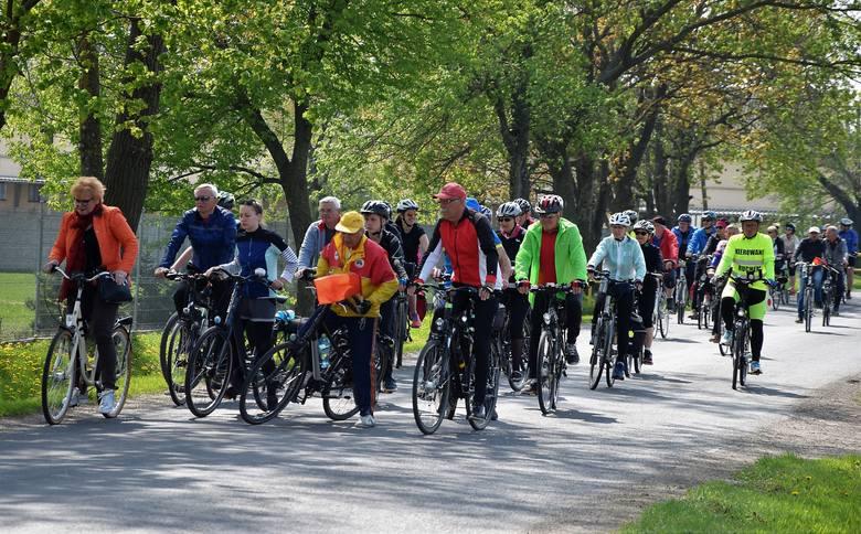Dopisała pogoda i dobre humory. Bez zarzutów spisywały się rowery. Turyści z Kruszwicy i Inowrocławia uczestniczyli w sobotę, 28 kwietnia, w wycieczce