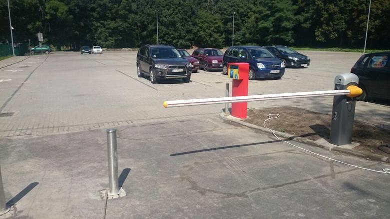 Parking przy Arkonce.