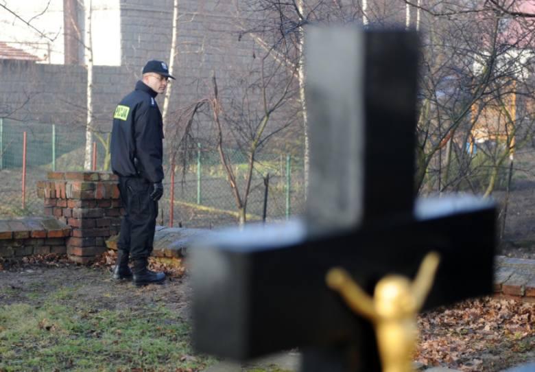 Łącznie 11 tys. 300 zł padło łupem złodzieja, który regularnie atakował kobiety na cmentarzu przy ul. Ogrodowej. Rabuś okradł 13 kobiet!Sprawdź pogodę