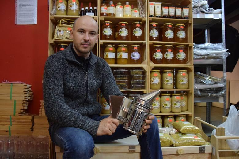 Paweł Sulatycki w swoim sklepie