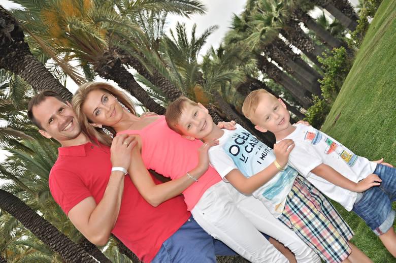 Śliczne i niesamowite partnerki piłkarzy Arki Gdynia. Zachwycają swoją urodą. Te zdjęcia musicie zobaczyć [GALERIA]