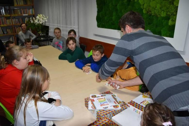 """""""Pstro"""" to zwycięska gra planszowa w konkursie """"Zgrana rodzina""""."""