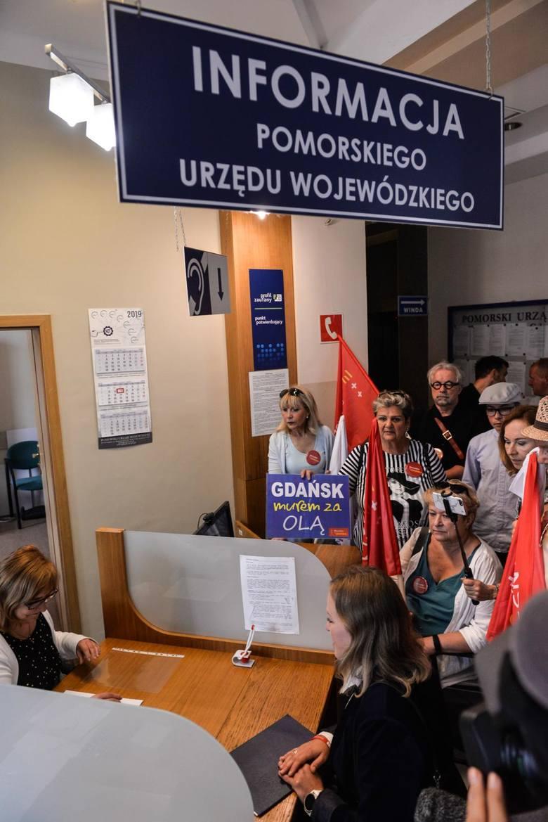 Przed Pomorskim Urzędem Wojewódzkim członkowie Wszystko dla Gdańska domagali się stanowczej reakcji wojewody w sprawie. Wyszkowskiego.