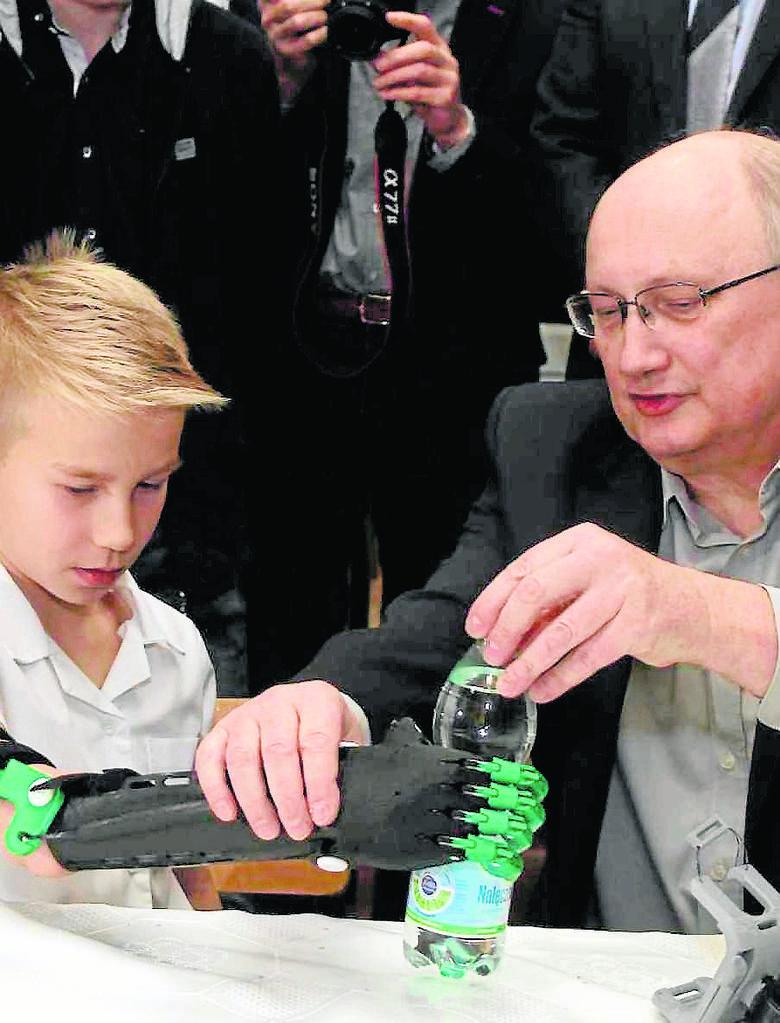 Krzysztof Grandys drukuje ręce jak dla Supermana