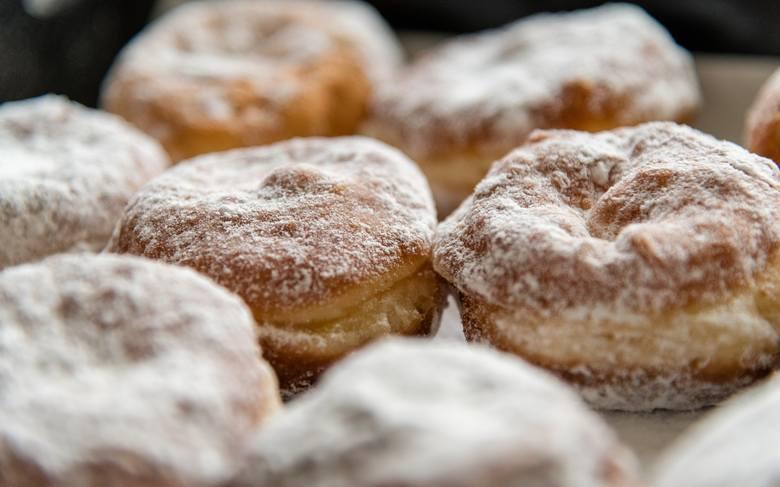 TŁUSTY CZWARTEK 2019: kiedy jest tłusty czwartek? TŁUSTY CZWARTEK: co upiec, ile kalorii ma pączek, tradycje tłustego czwartku