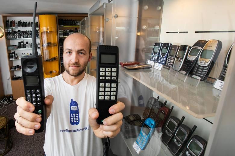 Zbiory telekomunikacyjne Pawła Wiśniewskiego-Hassenpfluga i te nadsyłane z całej Polski można  oglądać na MuzeumKomorek.pl i na portalu na Facebooku