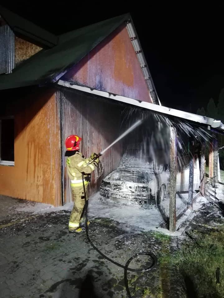 Do zdarzenia doszło w sobotę przed godz. 1 w nocy w Gorliczynie w powiecie przeworskim. Do akcji zadysponowano strażaków z OSP Tryńcza i PSP w Przeworsku.