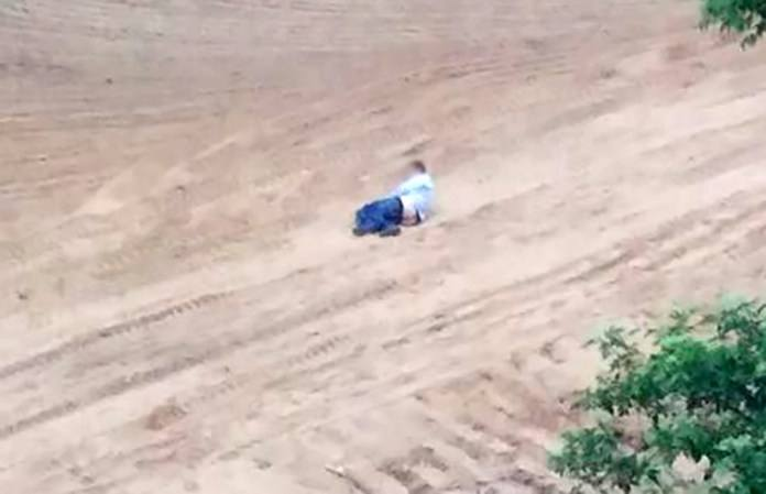 Niecodzienne zdarzenie miało miejsce w sobotę, 12 maja, w Zielonej Górze. Mężczyzna był tak pijany, że nie zauważył, iż idzie z opuszczoną do kolan bielizną.