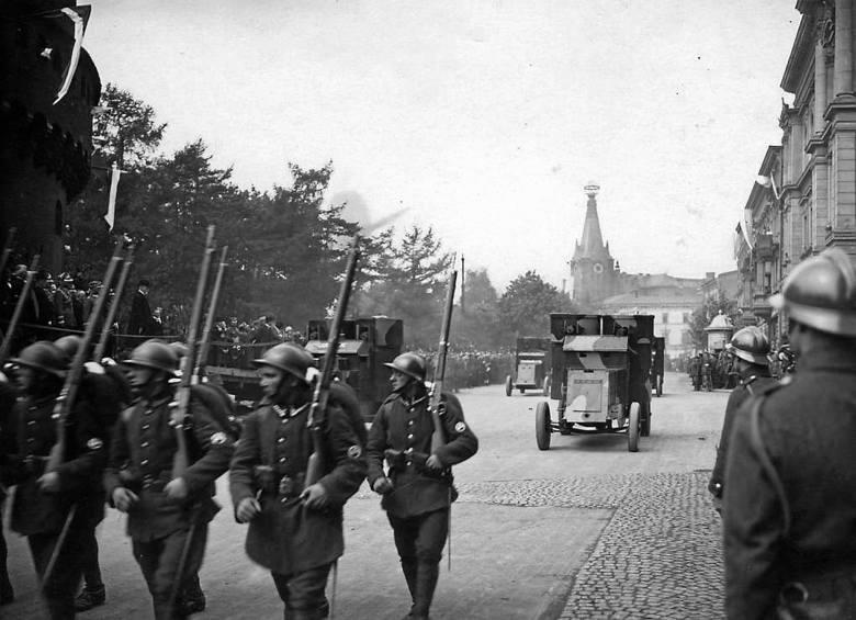 Defilada wojska odrodzonej Rzeczpospolitej na ul. Basztowej w Krakowie, 1920 r.