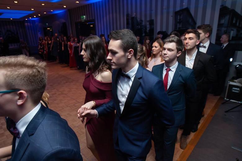 Studniówka II LO w Bydgoszczy. Tegoroczni maturzyści bawili się w Holiday Inn. To był bal do białego rana!