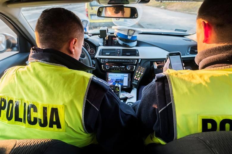 Przed korzystaniem z auta policjant standardowo dokonał tzw. obsługi codziennej, czyli sprawdził stan pojazdu. Zgodnie z procedurami skontrolować wtedy