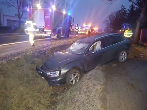 Sobolewo. Wypadek na DK 65. Zderzenie audi z volkswagenem. Jedna osoba ranna