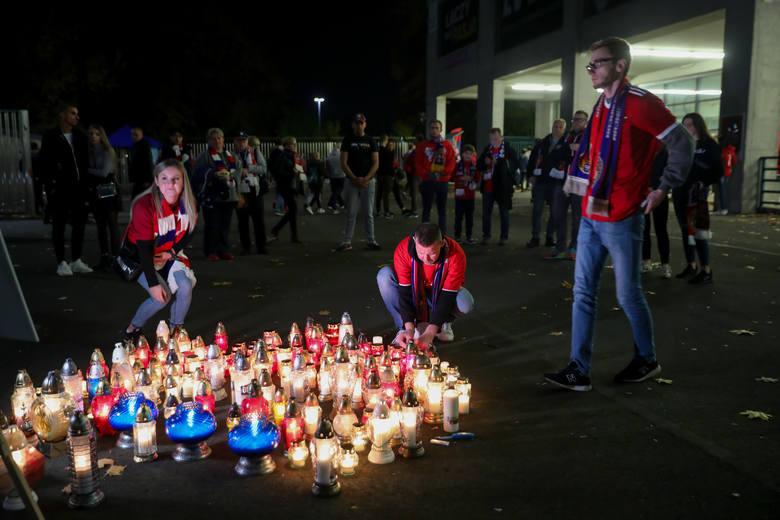Kibice uczcili przed meczem pamięć Julii Kmiecik