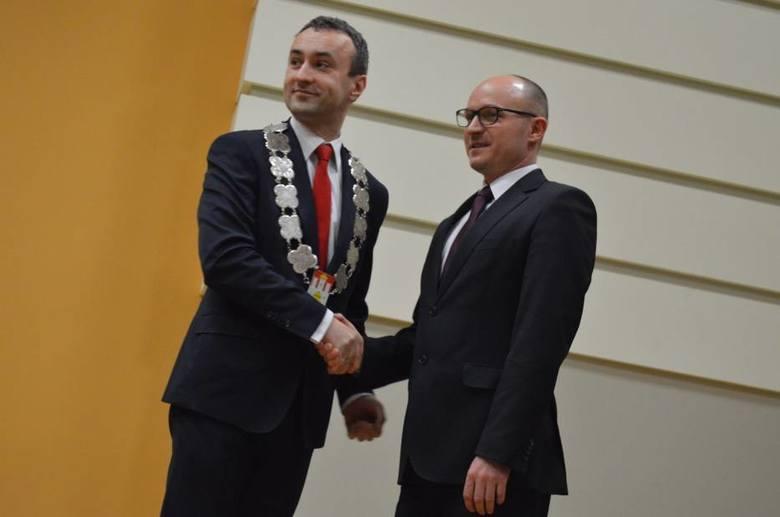 Prezydent odbiera gratulacje od przewodniczącego rady miasta