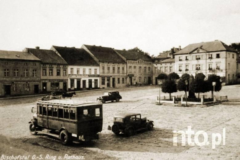 Tak wyglądał rynek w Ujeździe w okresie międzywojennym.