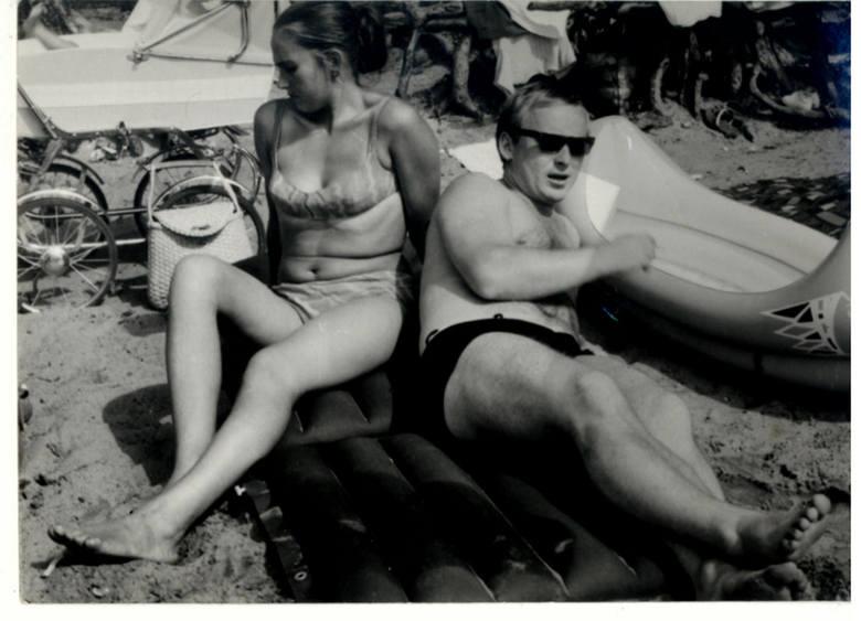 Wakacje w PRL: Kolonie, plaża w Dąbkach, lato u babci, gra w piłkę i podchody