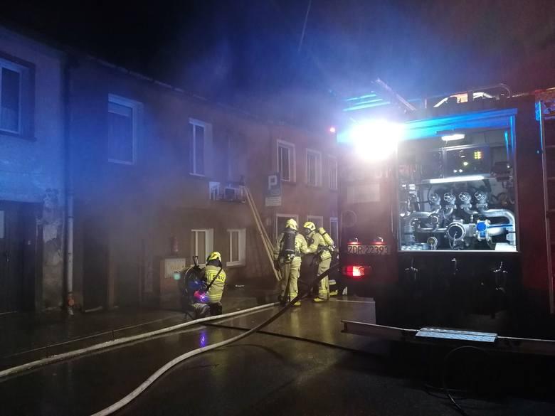 W poniedziałek w godzinach wieczornych przy ul. Armii Polskiej w Złocieńcu doszło do poważnego pożaru.Po przybyciu służb na miejsce, w płomieniach znajdował