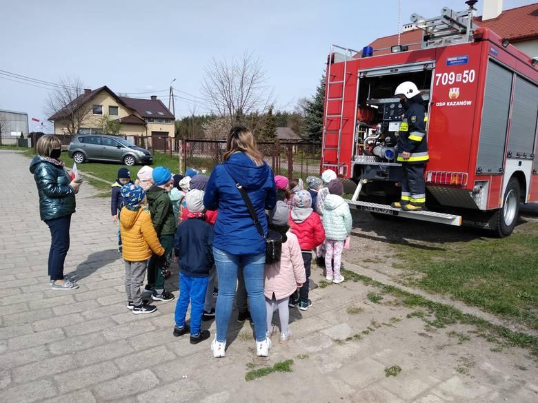 Druhowie z Ochotniczej Straży Pożarnej z Kazanowa spotkali się w ostatni wtorek, 4 maja, z miejscowymi przedszkolakami. Strażacy rozmawiali z maluchami
