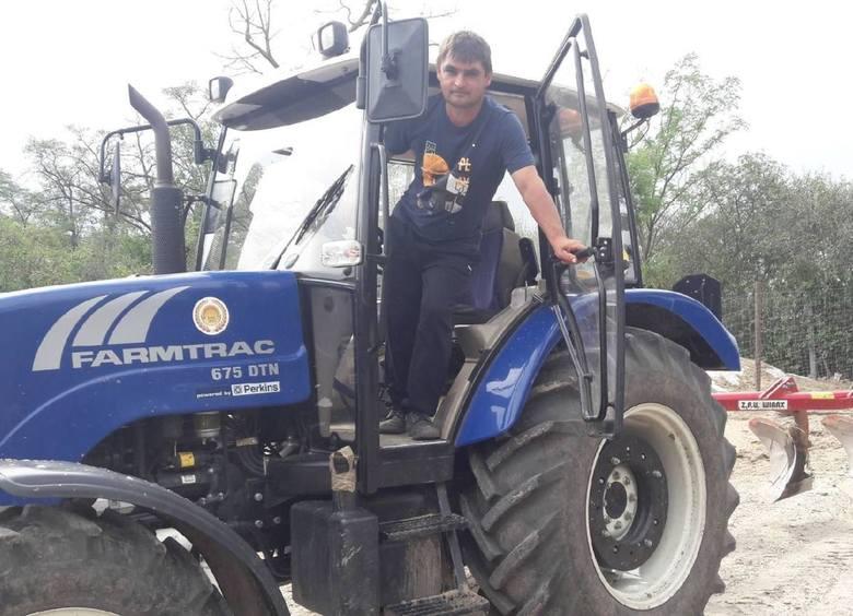 Mariusz Grabda z Piasku Małego w gminie Solec - Zdrój prowadzi gospodaruje na 20 hektarach. Wsparciem jest żona Barbara i rodzice, którzy przekazali