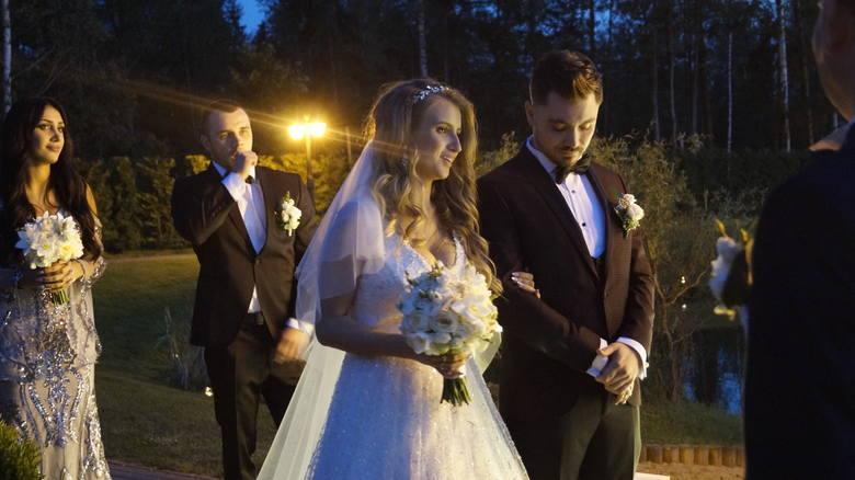 Ślub syna Zenka Martyniuka. Daniel Martyniuk wziął ślub z Eweliną. Mamy zdjęcia z uroczystości [ZDJĘCIA]Sala weselna była bogato ozdobiona, a gościom